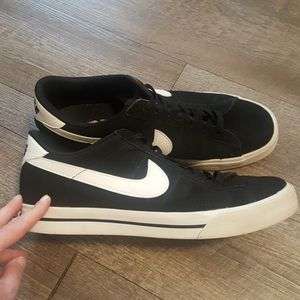 Gently used mens Nikes